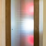 Porta in legno con vetro satinato e lavorato